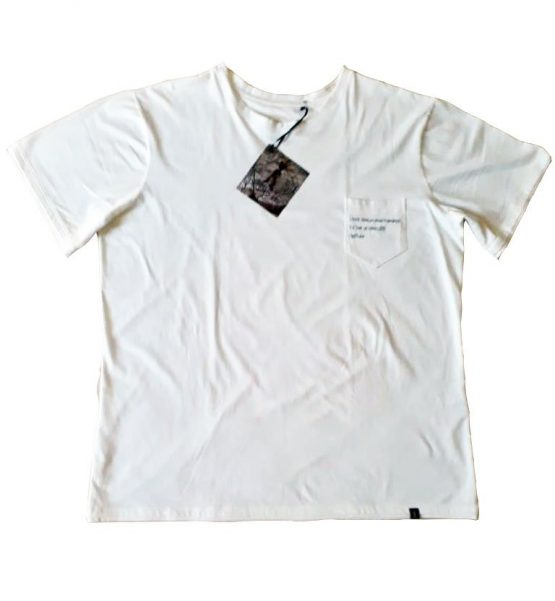 Camiseta Branca Bolso Bordado Pai e Filho 01 555x601 - Camiseta Branca Bolso Bordado Pai e Filho