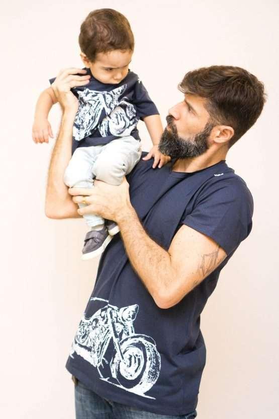 Michel Filho Moto Branca 555x832 - Camisa Harley Davidson Pai e Filho Branca